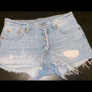 Levis cute denim shorts selling on website